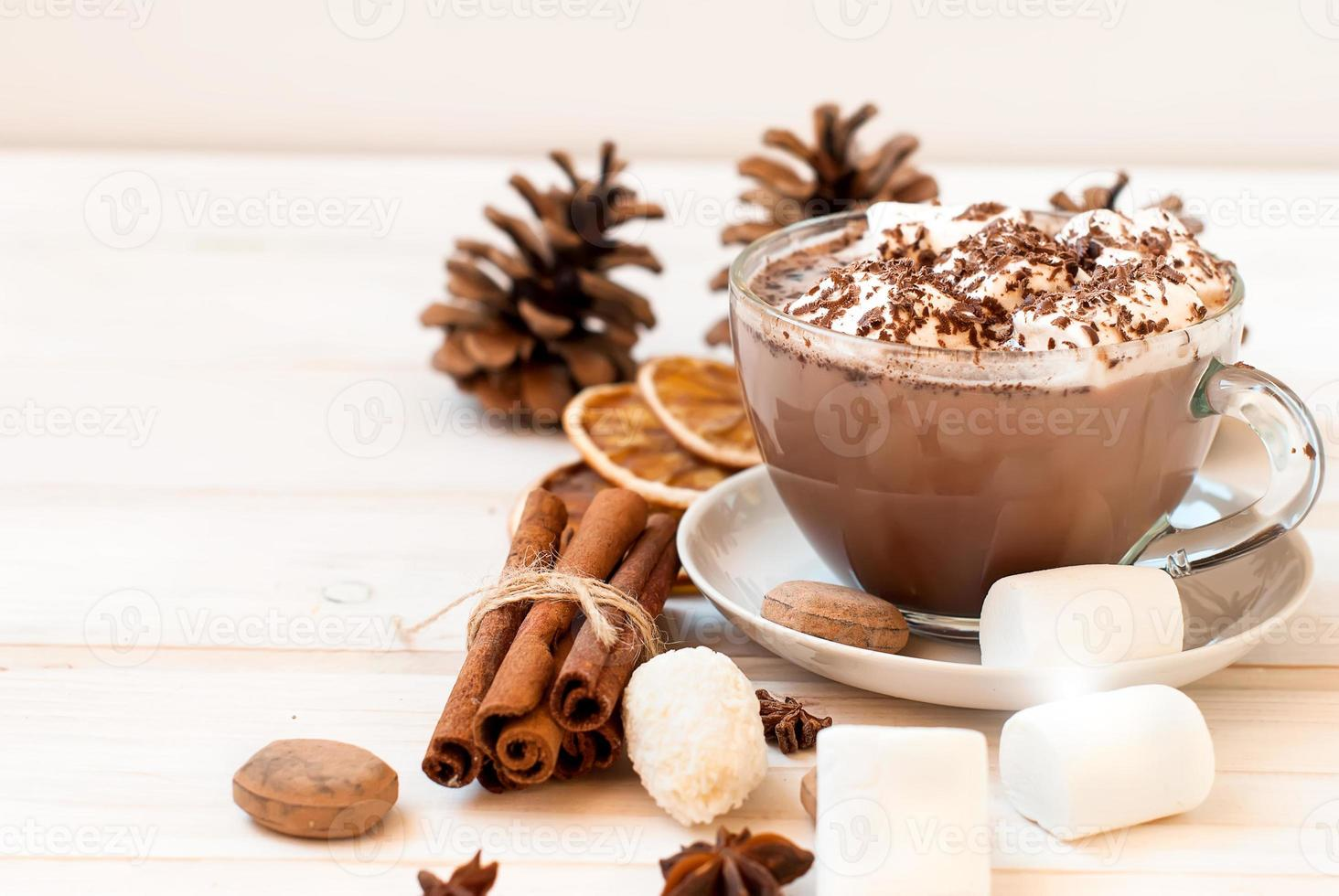 bevanda al cacao con marshmellows foto