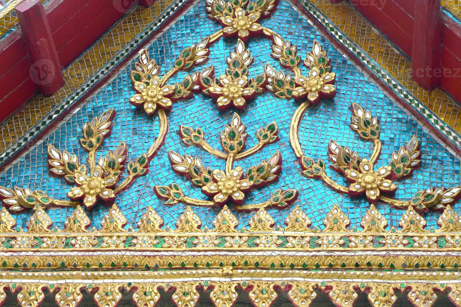 bellissimo frontone del famoso tempio foto