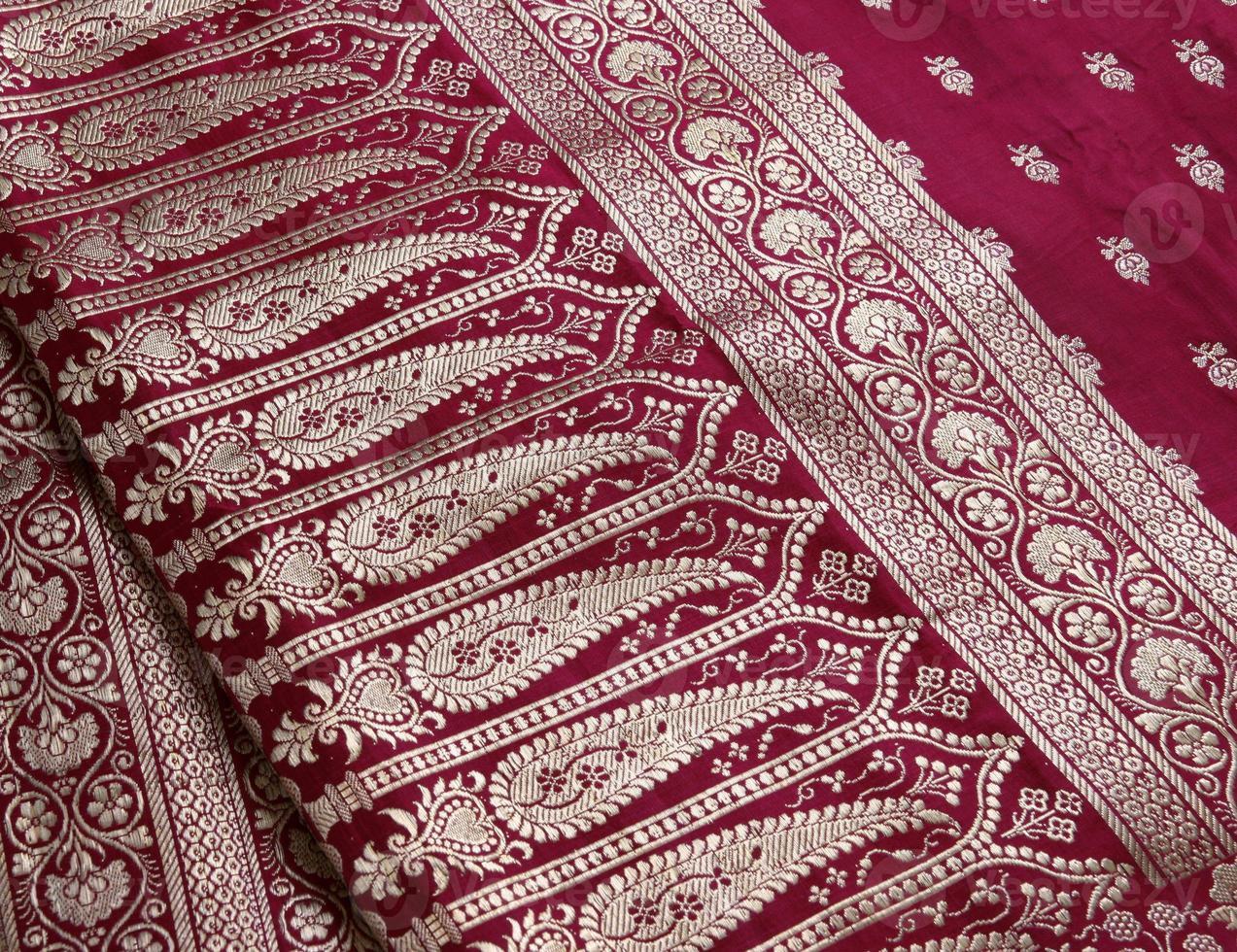 primo piano indiano di progettazione del ricamo di saree foto