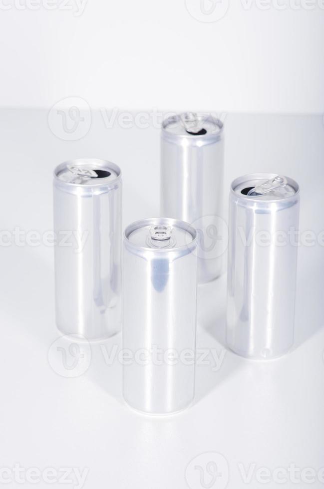barattolo di latta che beve alluminio foto