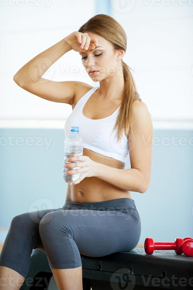 acqua potabile dopo l'allenamento. foto