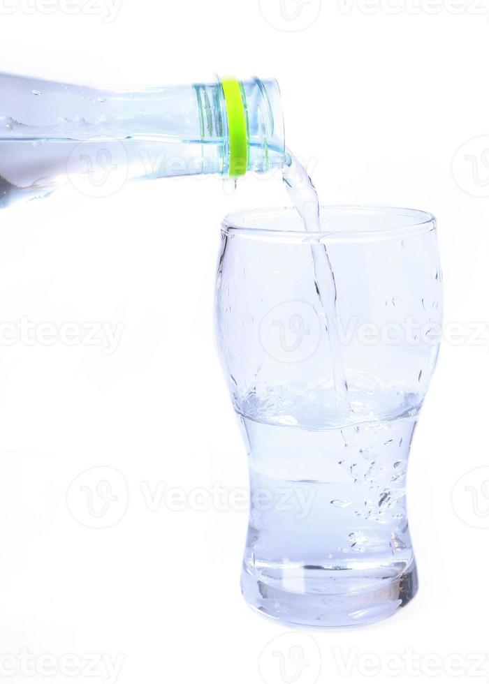 bicchiere di acqua potabile foto