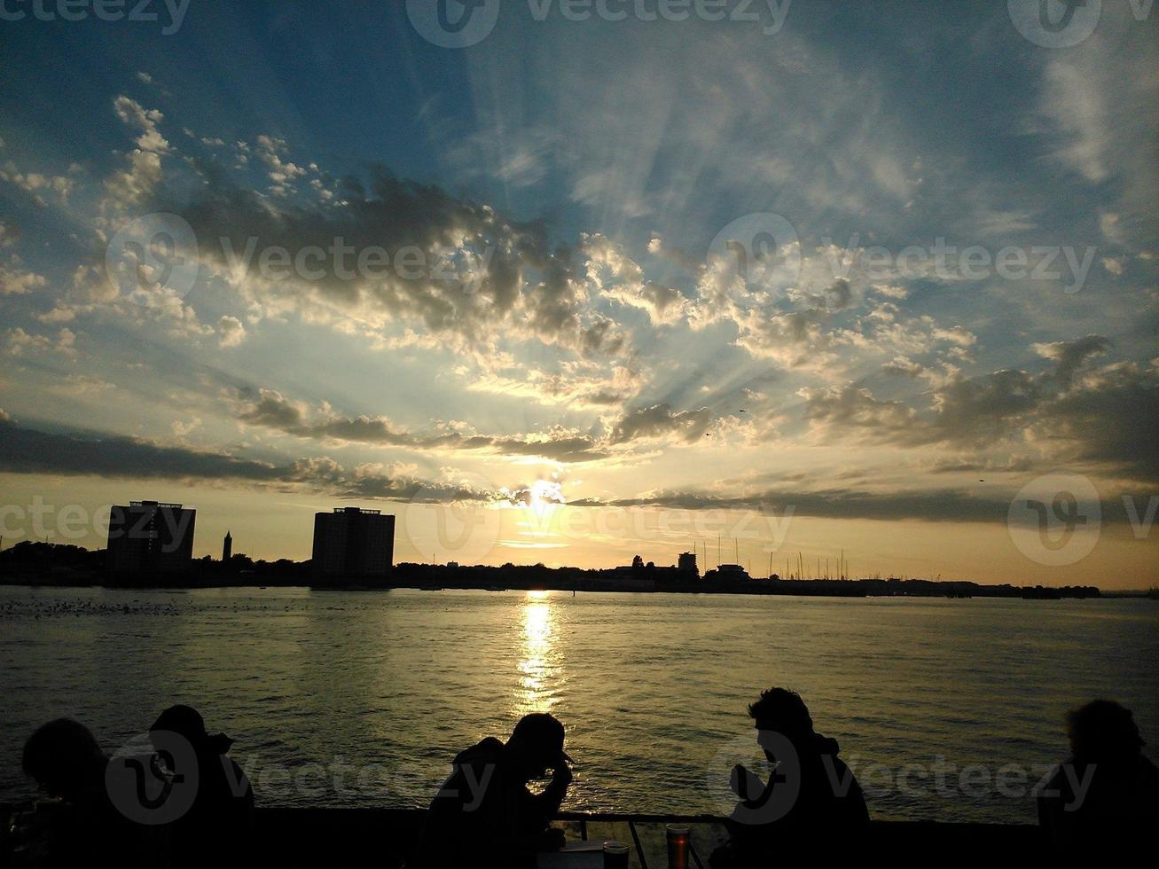 ancora e tramonto ad ovest foto