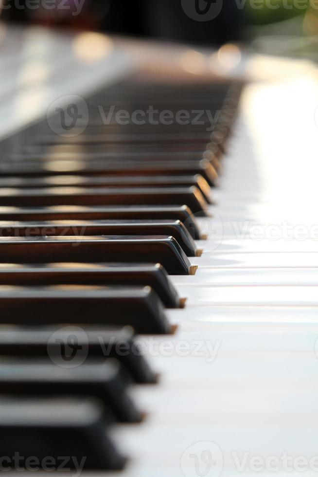tastiera di pianoforte con nitidezza selettiva foto