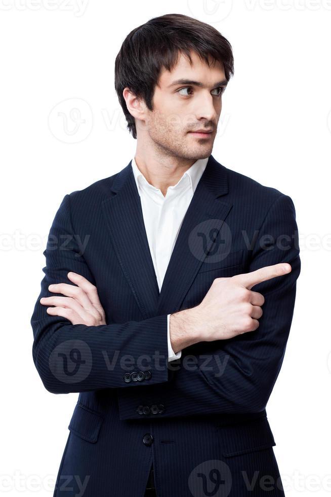 uomo d'affari che punta allo spazio copia foto