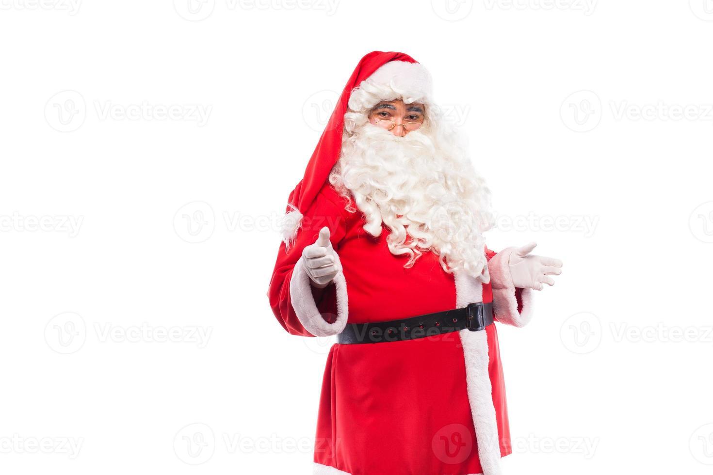 Babbo Natale con gli occhiali su sfondo bianco, con spazio di copia foto