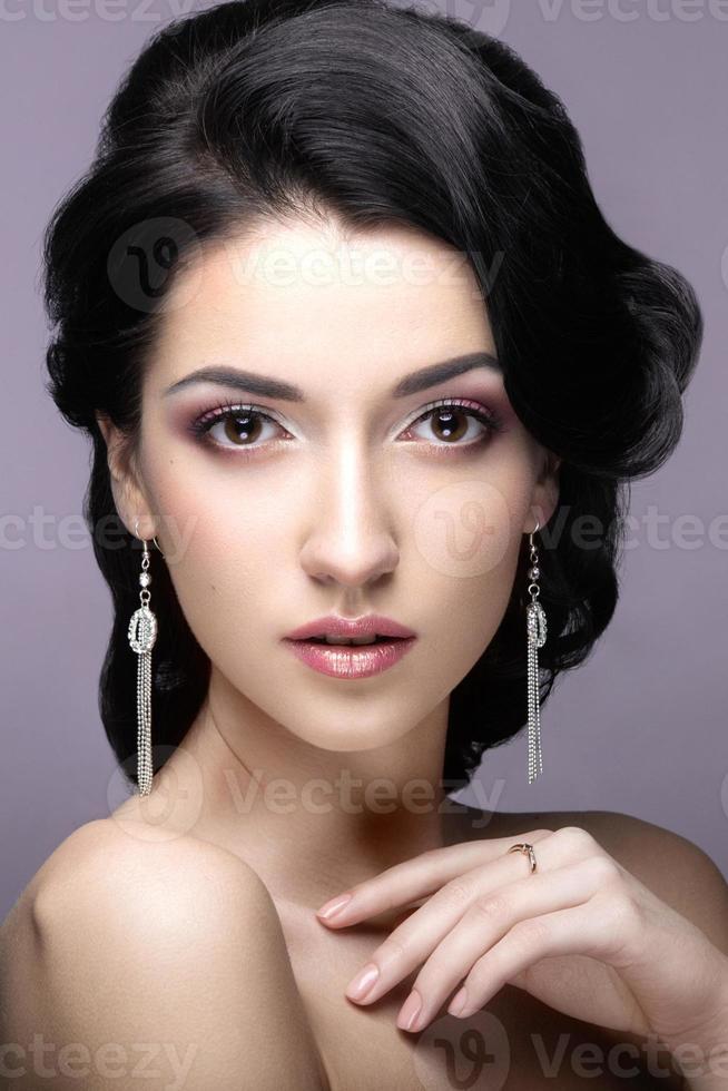 bella donna nell'immagine della sposa. foto