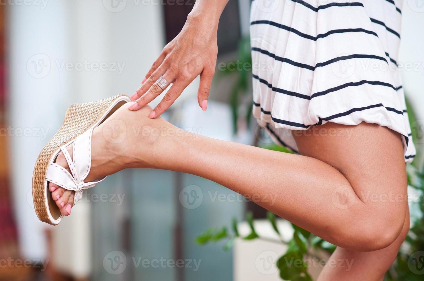 mano e piede della donna foto