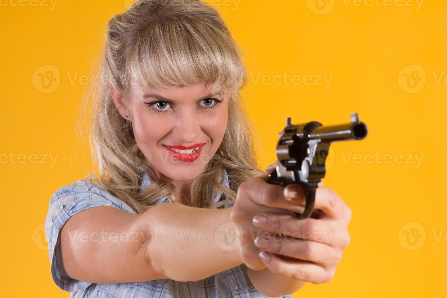 la donna del cowboy spara una pistola foto
