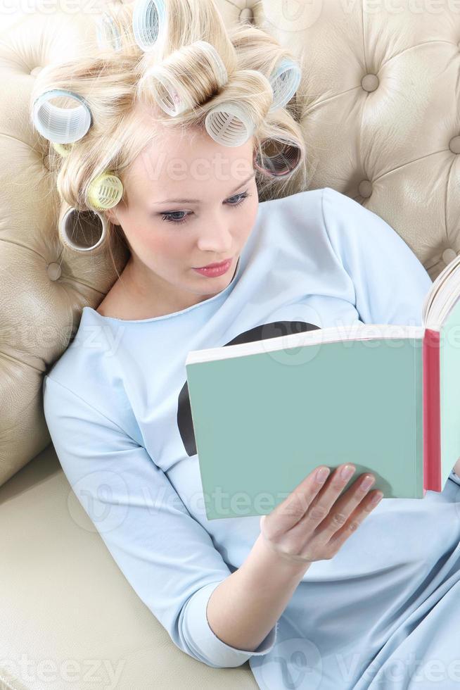 rilassati con un bel libro. foto