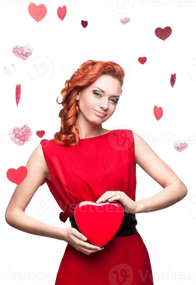 donna dai capelli rossi sorridente foto