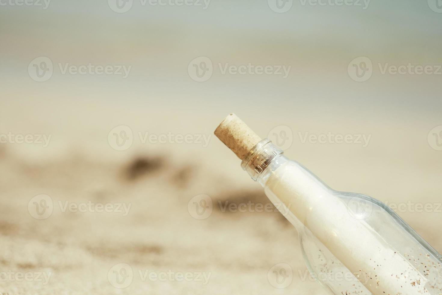 bottiglia di messaggio da vicino foto