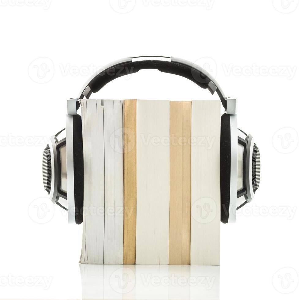 concetto di audiolibro - ascolta i tuoi libri in qualità hd foto