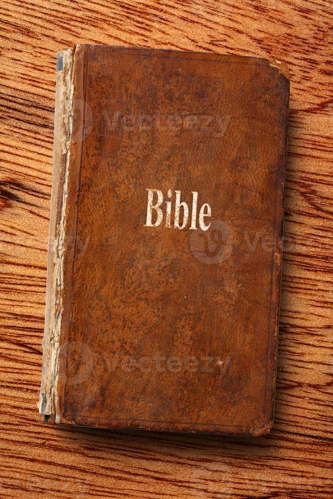 vecchio libro della bibbia foto