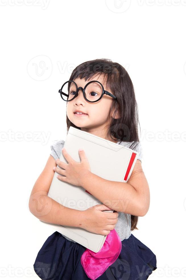 piccola ragazza asiatica di affari isolato su sfondo bianco foto