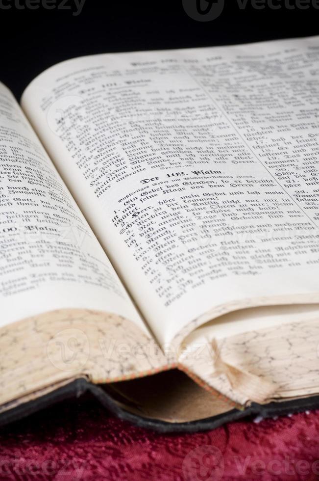 lettura della bibbia foto