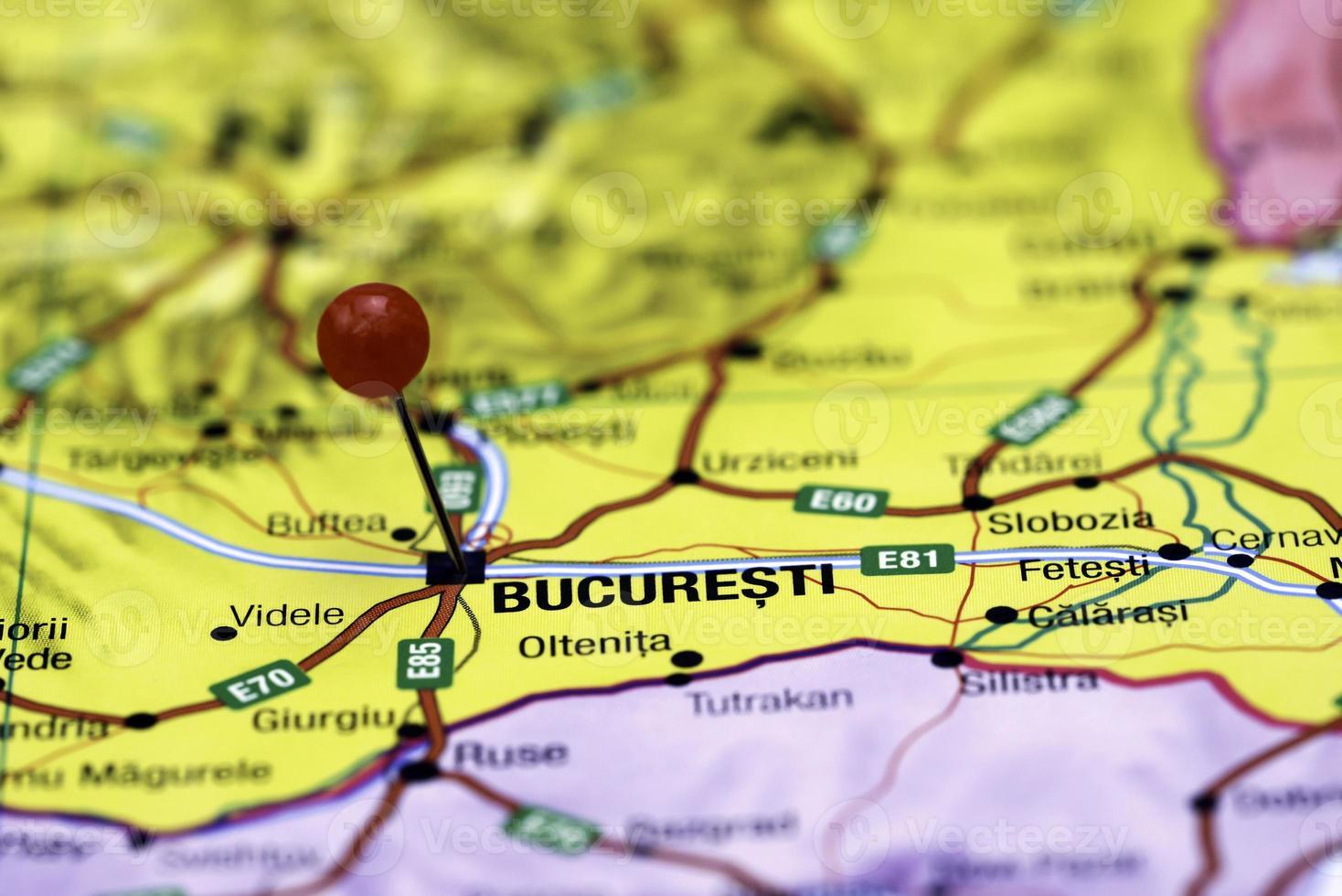 Bucarest imperniata su una mappa dell'Europa foto