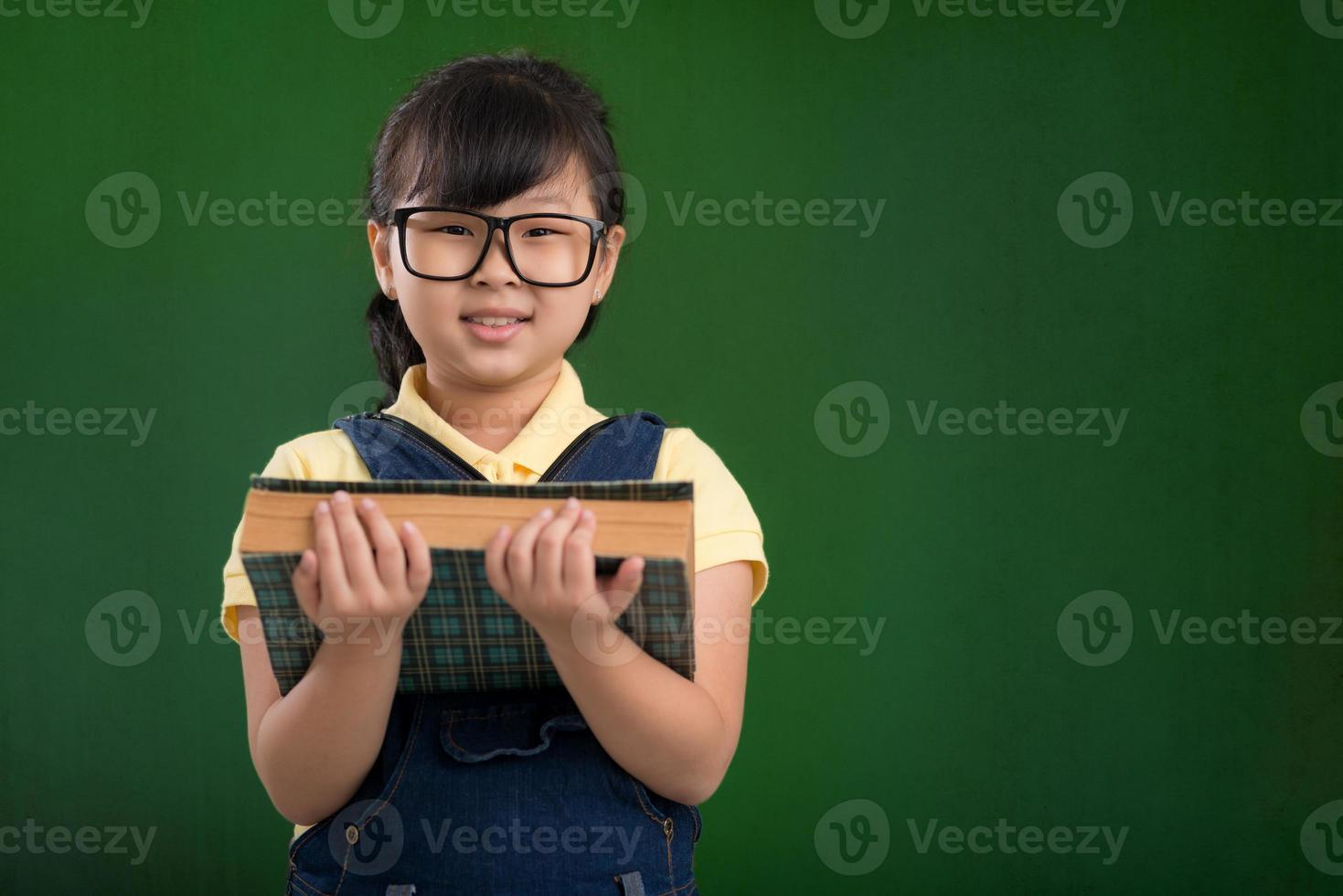 studentessa con un libro foto