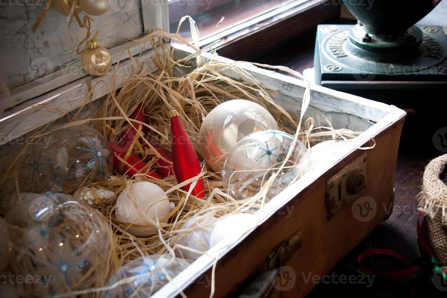 palle di Natale vintage valigia scatola foto