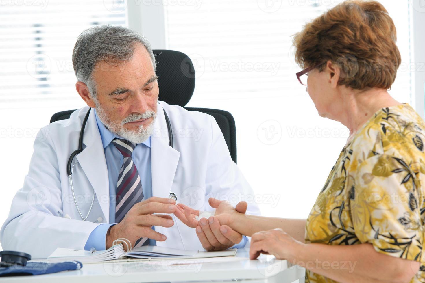 esame medico foto