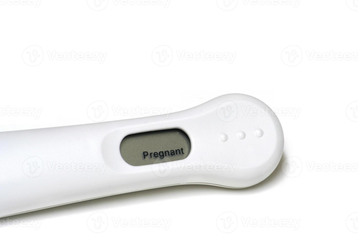 test di gravidanza positivo isolato su bianco foto