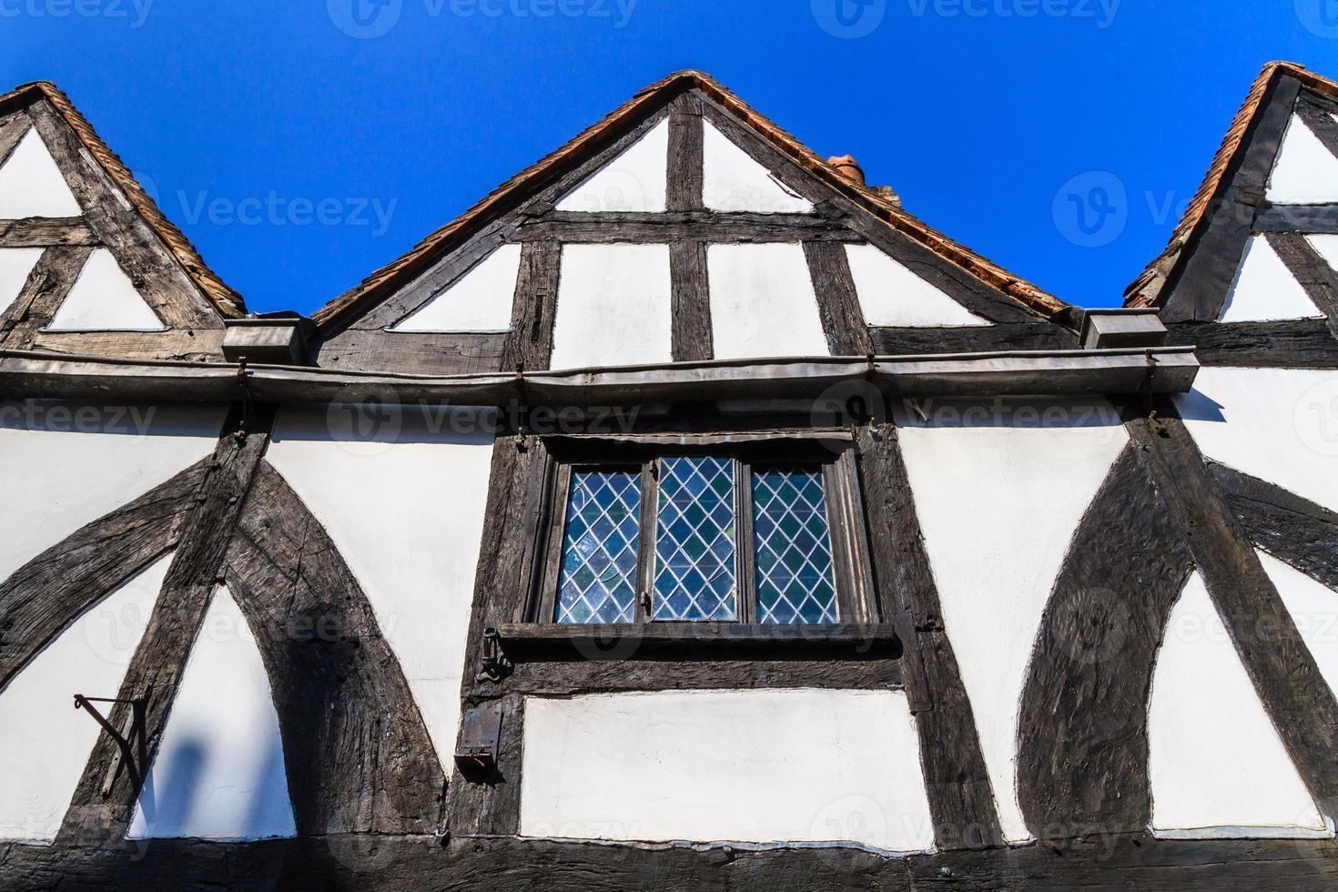 facciata di casa con struttura in legno foto