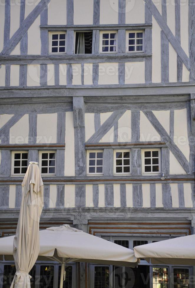 edificio medievale a graticcio. foto