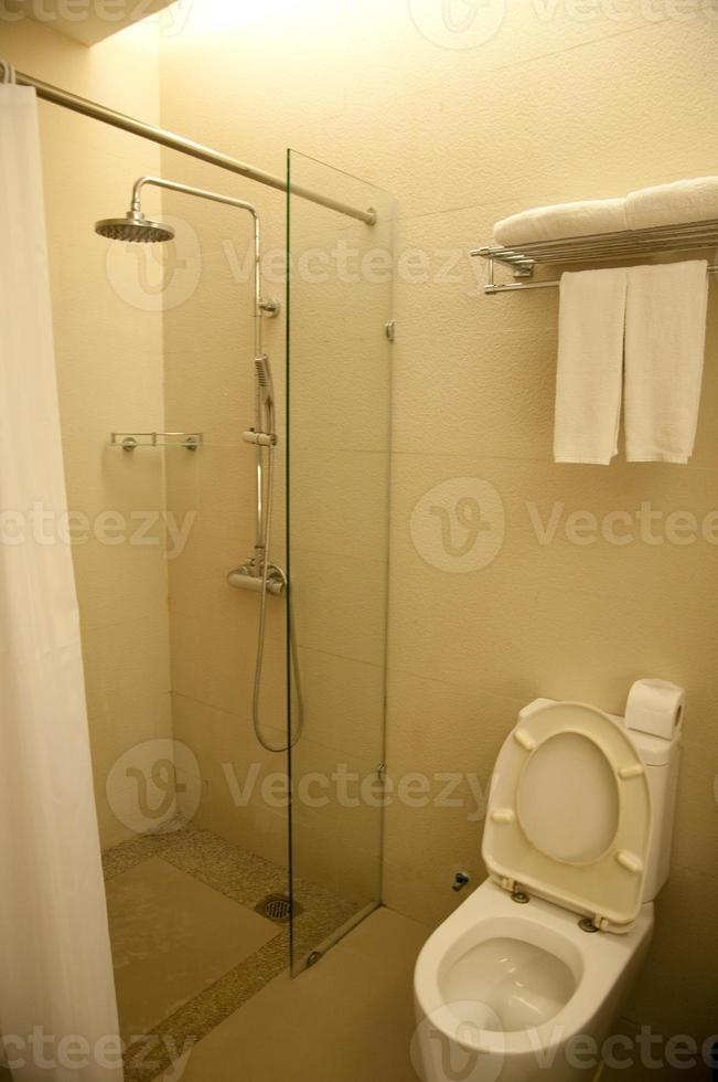 toilette nel bagno moderno foto