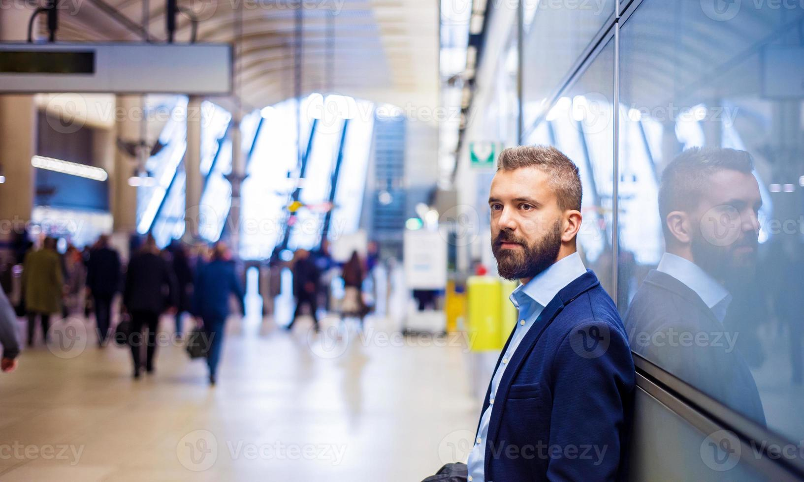 uomo d'affari in metropolitana foto