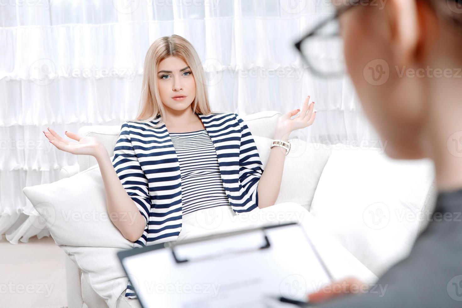 paziente alla sessione di terapia psicologica foto