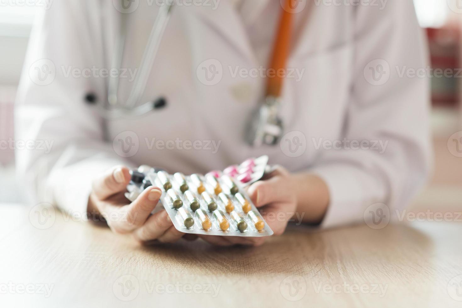 donna medico con stetoscopio foto