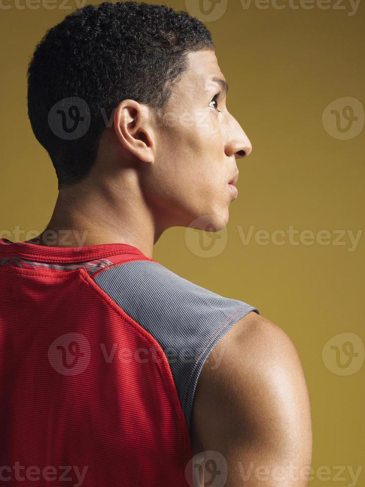 primo piano di giovane atleta maschio foto