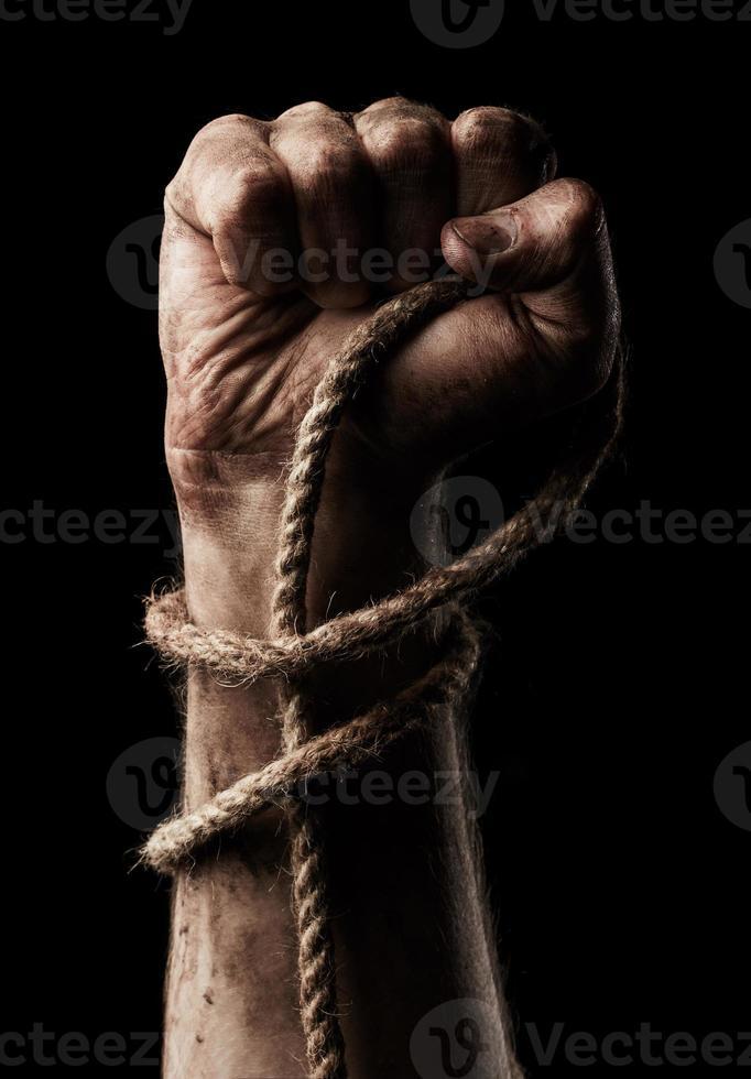 mano maschile con corda. aggressione del concepimento foto