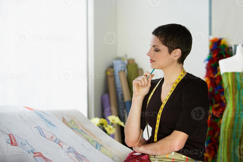 stilista pensando foto
