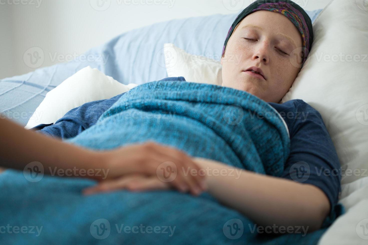 donna che dorme con il cancro foto