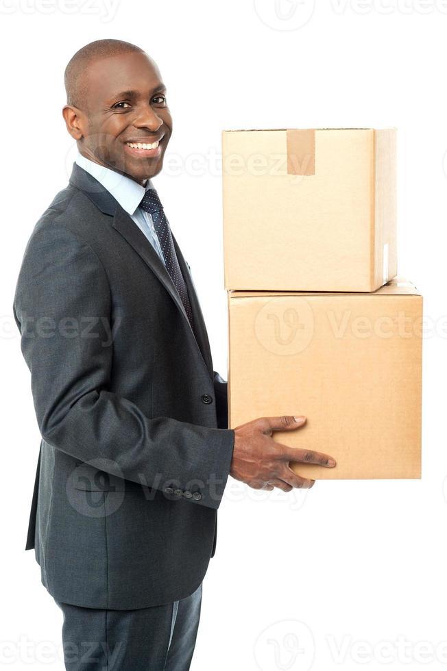 scatola di carta africana della tenuta dell'uomo corporativo foto