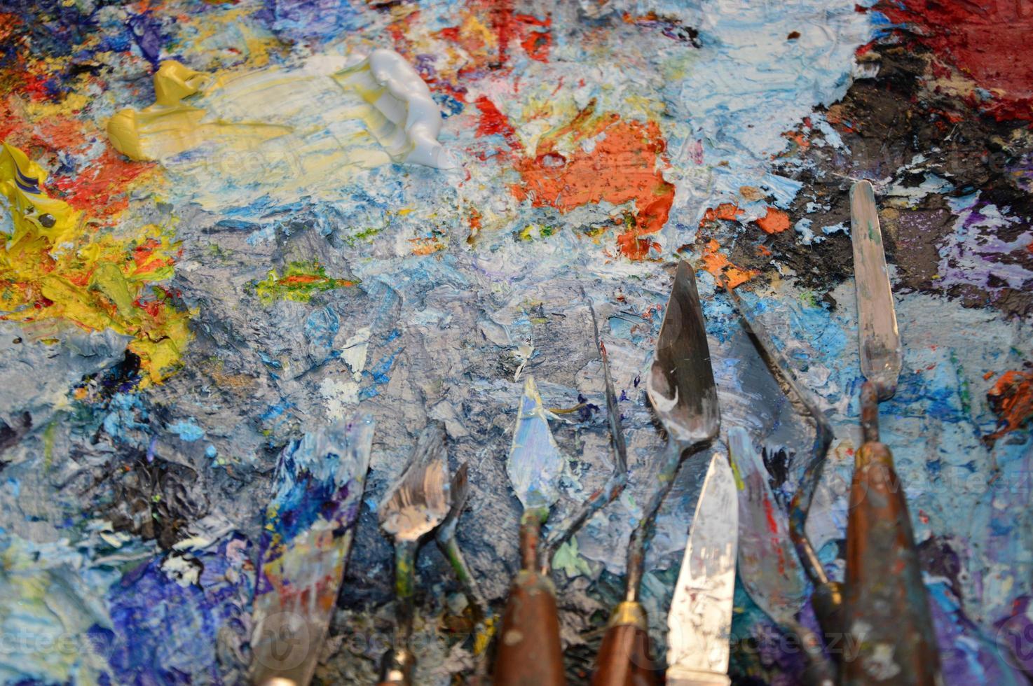 tavolozza del pittore nel suo laboratorio foto