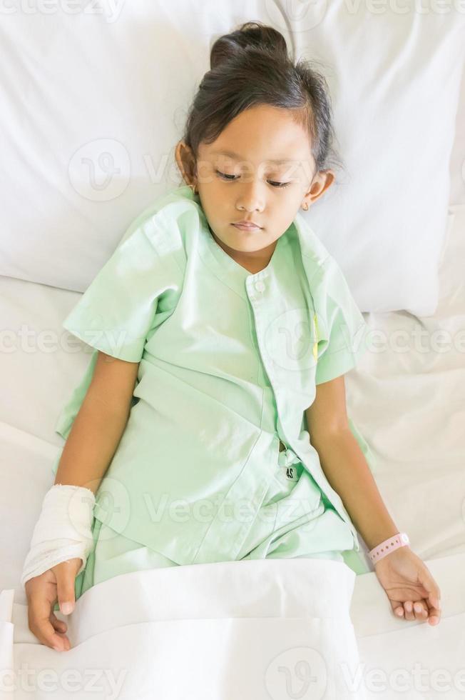 paziente malato asiatico bambina ospedale foto