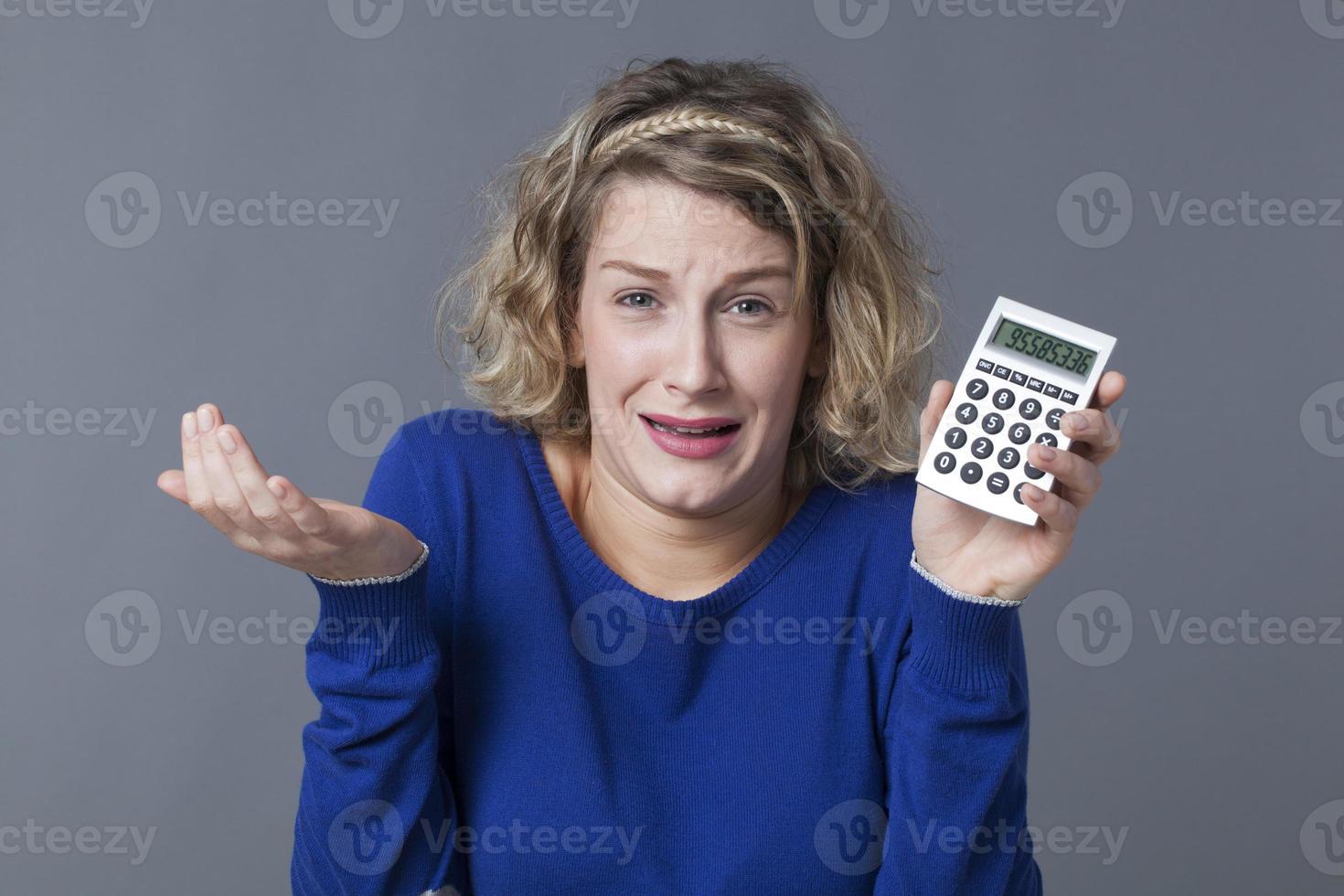 giovani donne che affrontano problemi finanziari foto