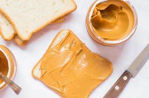panino con burro di arachidi foto