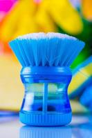 pulizia di oggetti su sfondo saturo