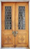 esterno del palazzo livadia. porta in legno vintage. foto