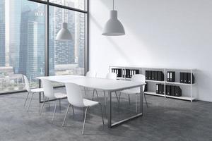 sala conferenze in un moderno ufficio panoramico a Singapore. foto