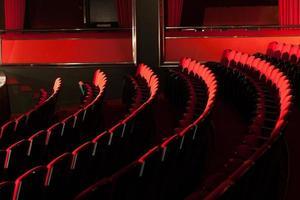 sedili rossi del teatro foto