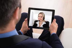 videoconferenza uomo d'affari