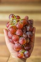 manciata di uva foto