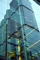 la Tailandia nel riflesso dei palazzi del distretto di ufficio di Bangkok
