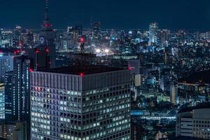 vista notturna di Tokyo dall'ufficio del governo metropolitano foto