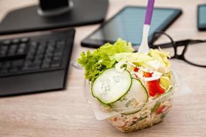 ora di pranzo in ufficio foto