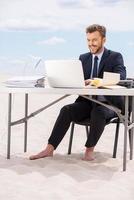 lavorare lontano dall'ufficio. foto